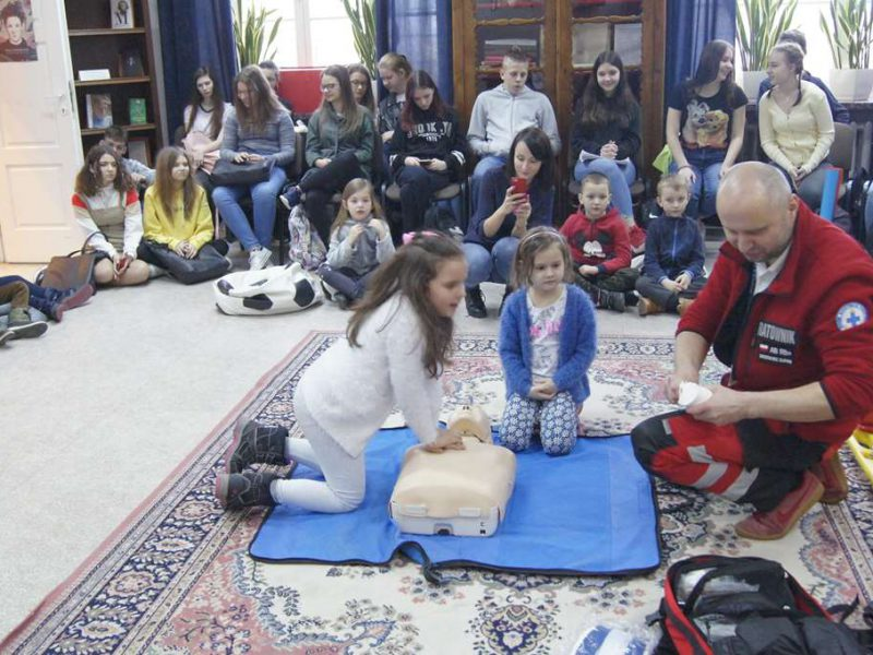 Z przedszkolakami o pierwszej pomocy